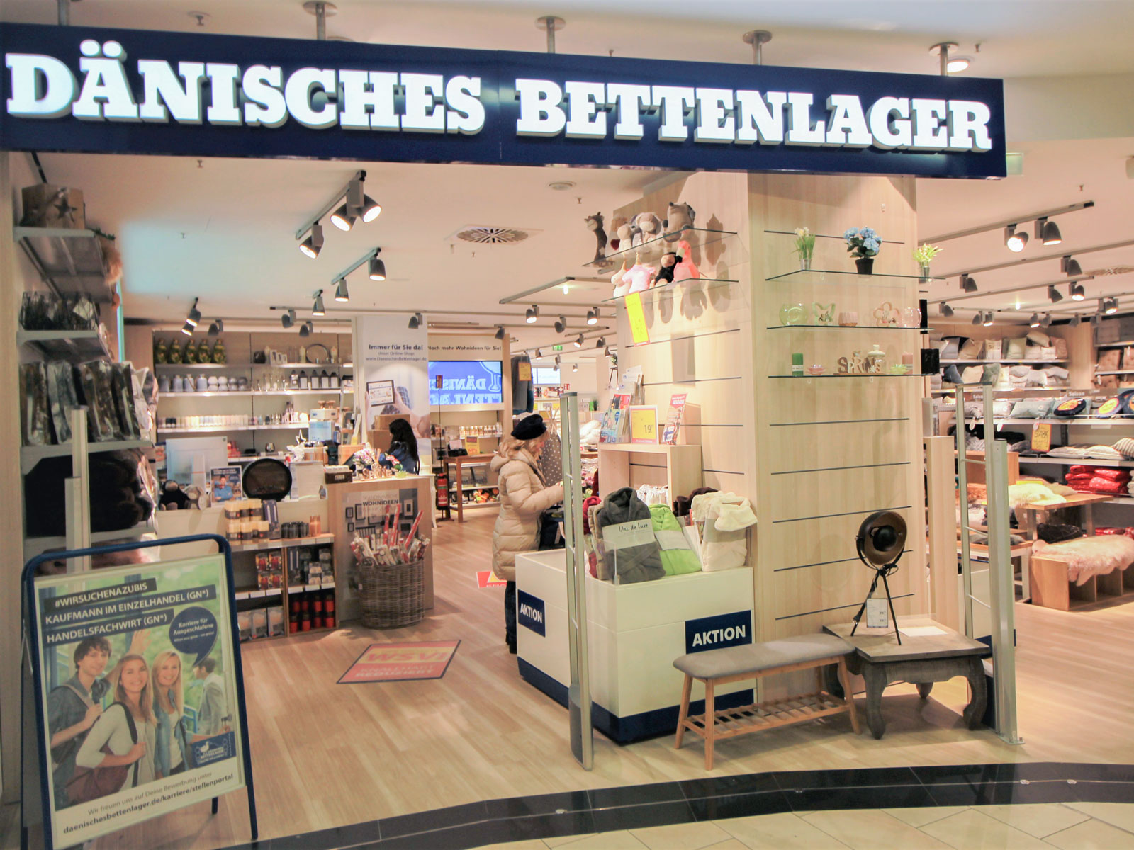 dnisches bettenlager article with tag vitrine royal oak dnisches bettenlager with dnisches. Black Bedroom Furniture Sets. Home Design Ideas